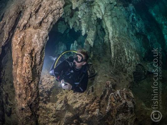 caves, diver, fishinfocus, Mario Vitalini, OMD, Palau